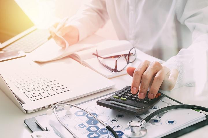 Utiliser un logiciel comptable automatisé coûte de 2 à 5 fois moins cher que de signer une lettre de mission avec un expert-comptable (Visuel Indy)