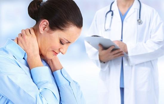 Ainsi, une inflammation ou une lésion nerveuse peut altérer la sensation tactile, faisant qu'un toucher doux soit perçu comme douloureux.
