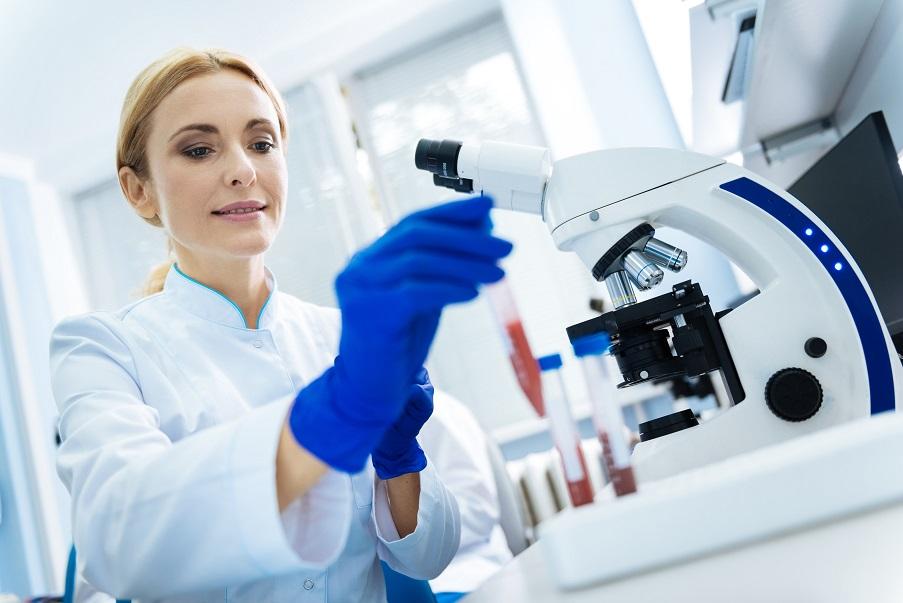 La précision de diagnostic la plus élevée est atteinte en combinant l'expertise humaine et l'IA (Visuel AdobeStock_181601820).