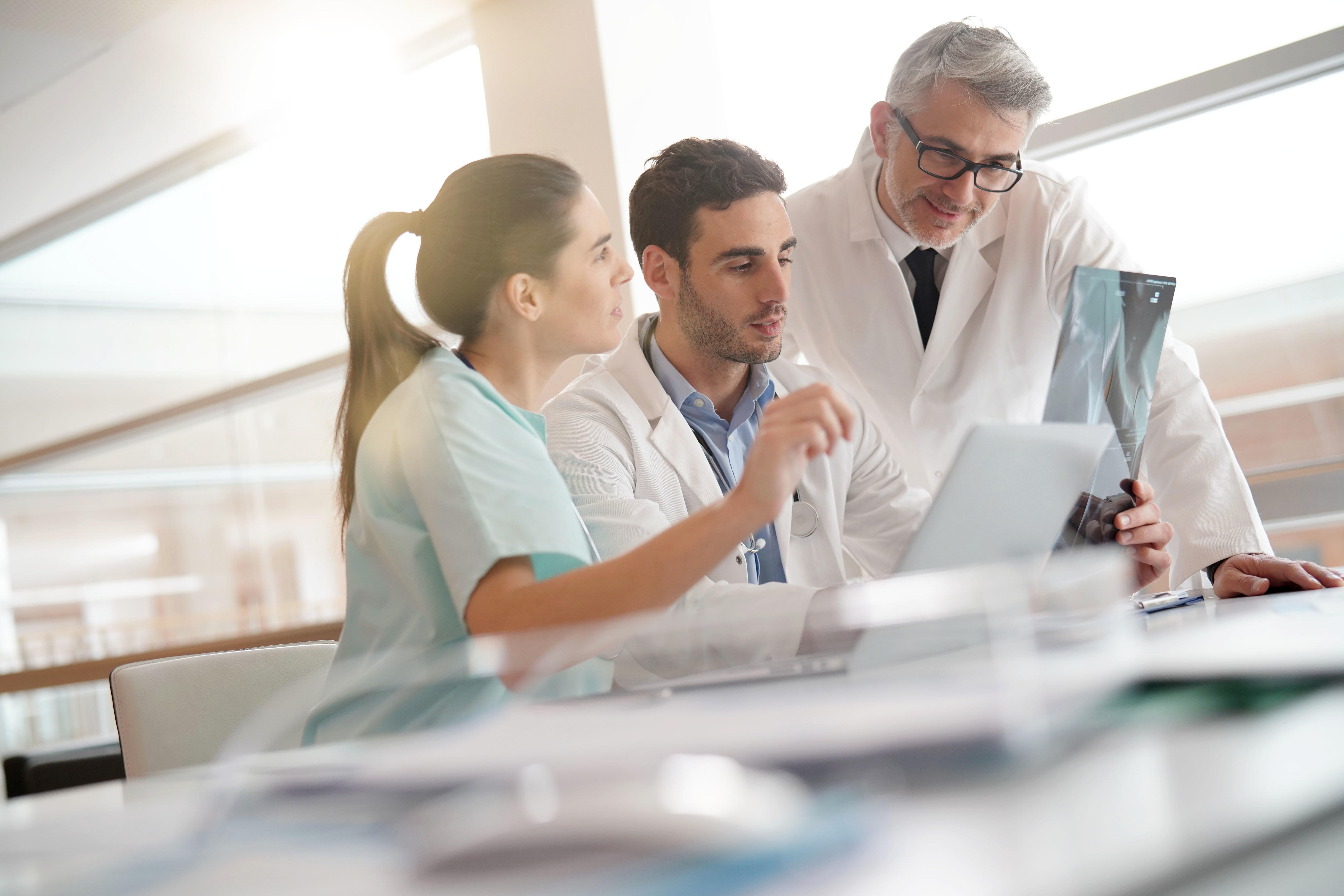 MSP, CPTS, associations et réseaux de santé réunissent aujourd'hui plusieurs dizaines de milliers de professionnels libéraux, qui, s'ils défendent l'accès aux soins pour tous, se doivent aussi de protéger leur propre santé