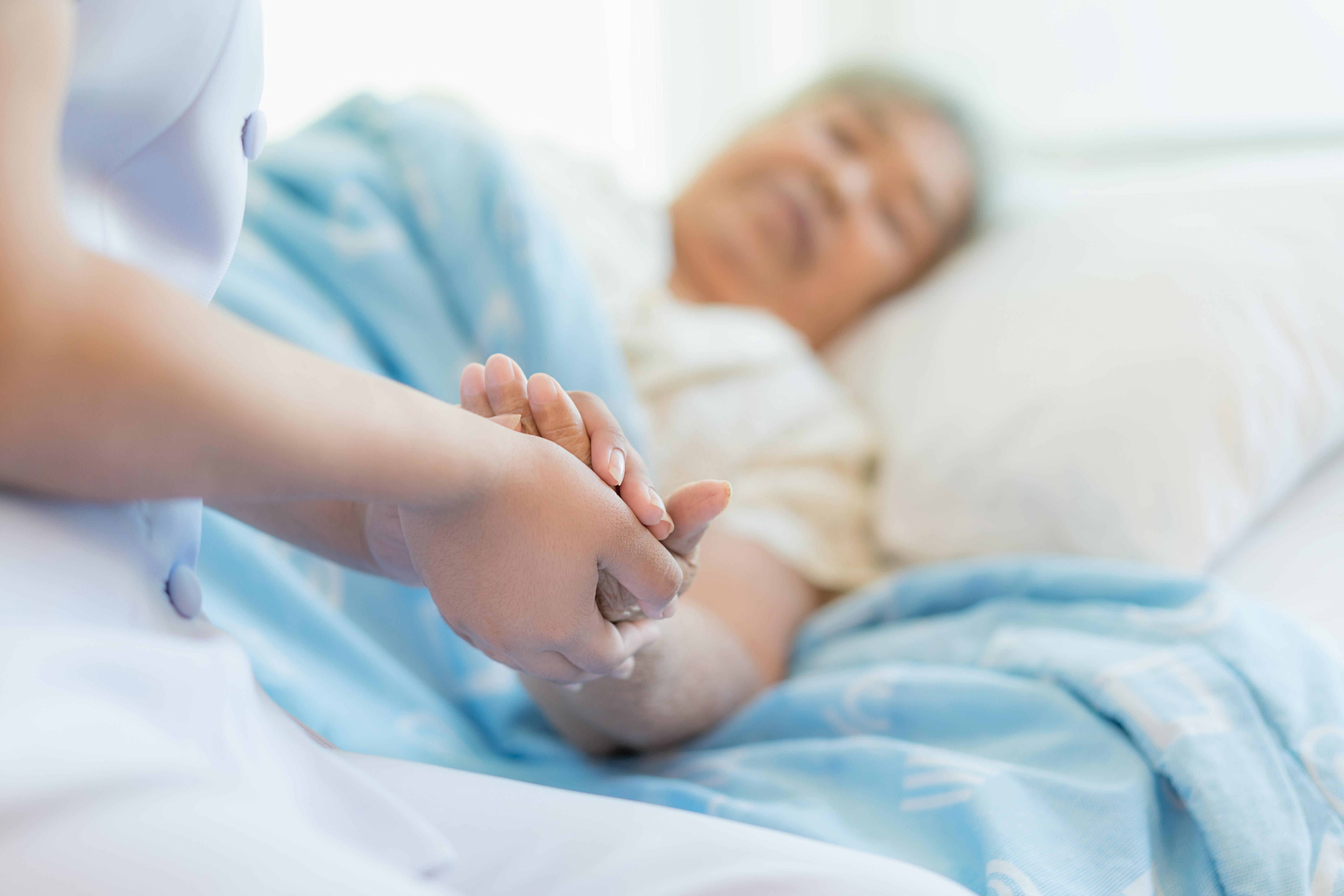 Une plus grande incidence du délire, mais pas d'augmentation du risque de décès par COVID chez les patients déments (Visuel Adobe Stock)