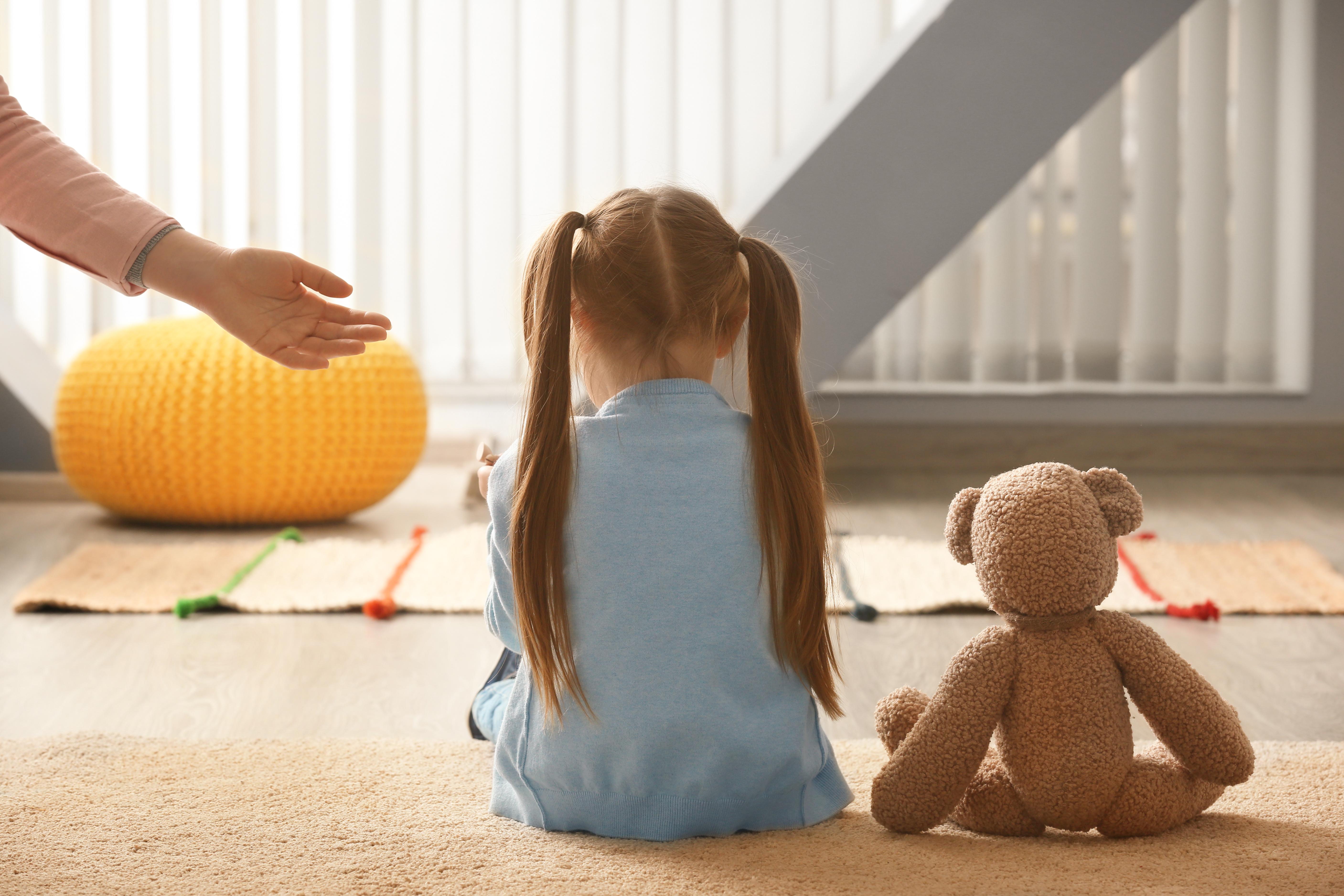Il est important de de détecter, de prendre et compte et de soutenir l'enfant atteint de dépression sur toute la période de transition vers l'âge adulte (Visuel adobe Stock 198120101)