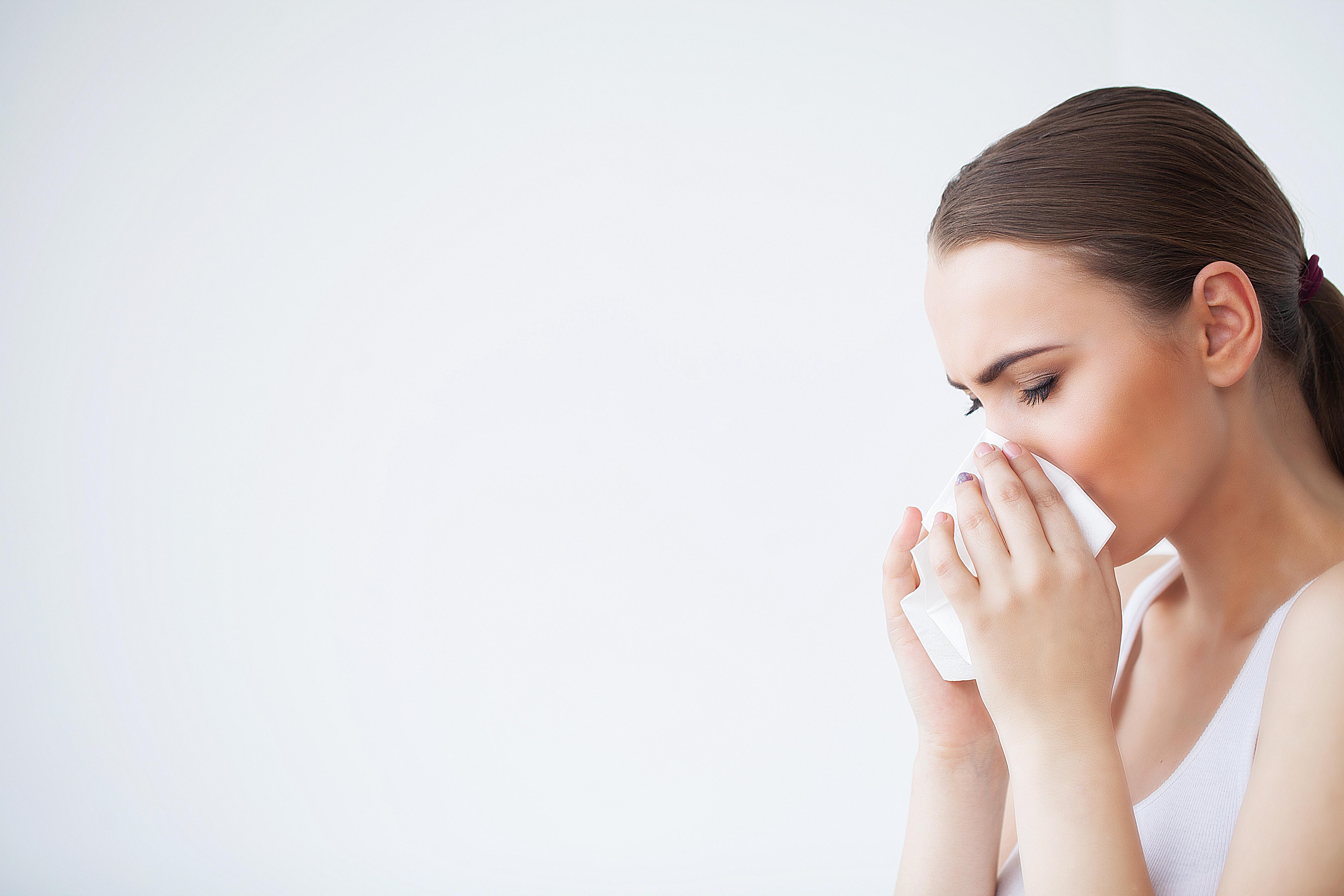 Un bon rhume pourrait déjà apporter un début de protection contre le COVID-19 (Visuel Adobe Stock 215720358)