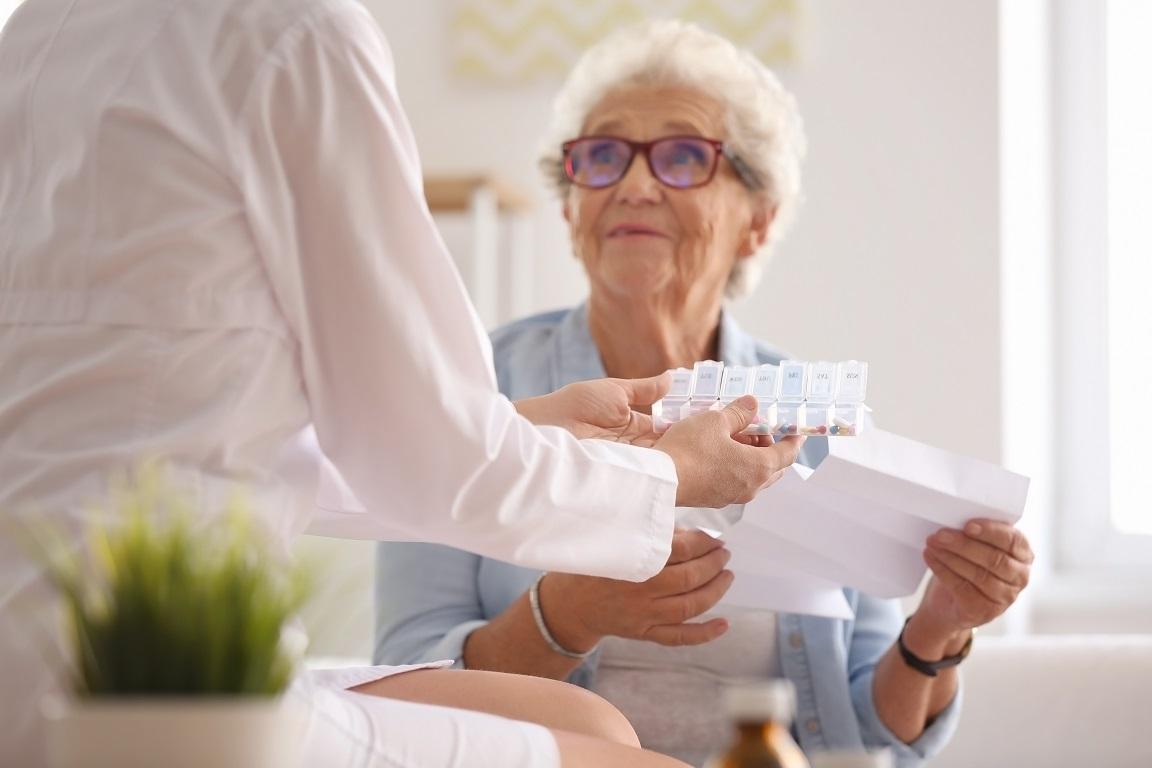 6 symptômes courants chez le patient âgé, la douleur, la fatigue, la dépression, l'anxiété, les troubles respiratoires et du sommeil, sont fréquemment passés sous silence