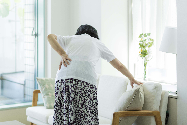 L'association est significative entre le mal de dos sévère et le risque de décès accru chez les femmes (Adobe Stock 225649344)