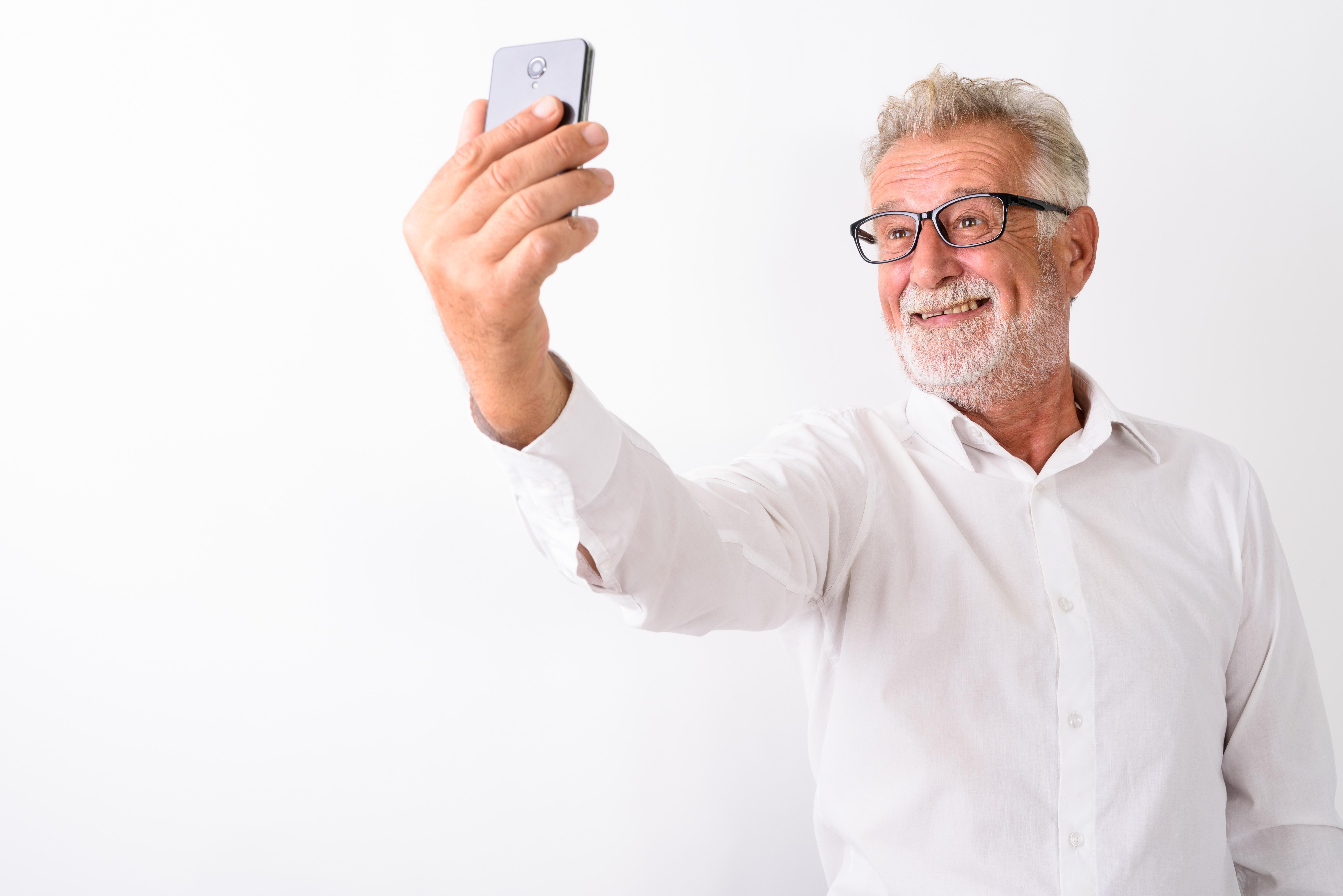 L'intelligence artificielle pour analyser les photos du visage à partir de simples selfies pourrait permettre au médecin de détecter, à distance, chez leurs patients, un risque élevé de maladie ocardiaque (Visuel Adobe Stock 229083381)