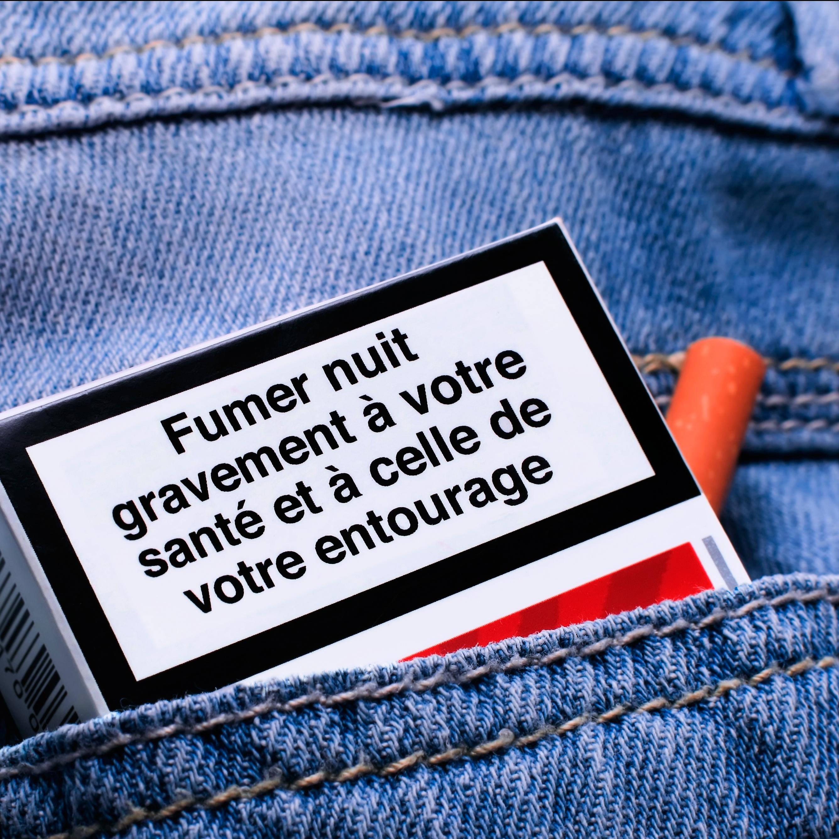 Ces résidus du tabac peuvent resurgir dans l'atmosphère et peuvent être inhalés par des non-fumeurs.