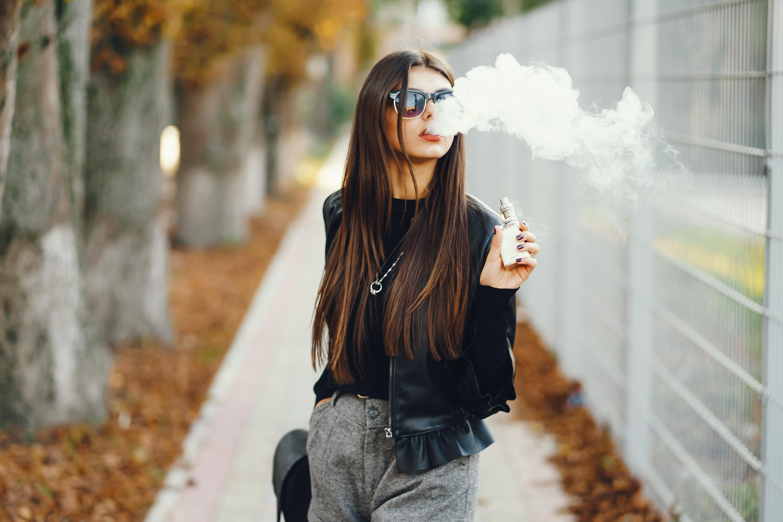 La consommation de cigarettes électroniques chez les adolescents double chaque année, et cela depuis 2 ans