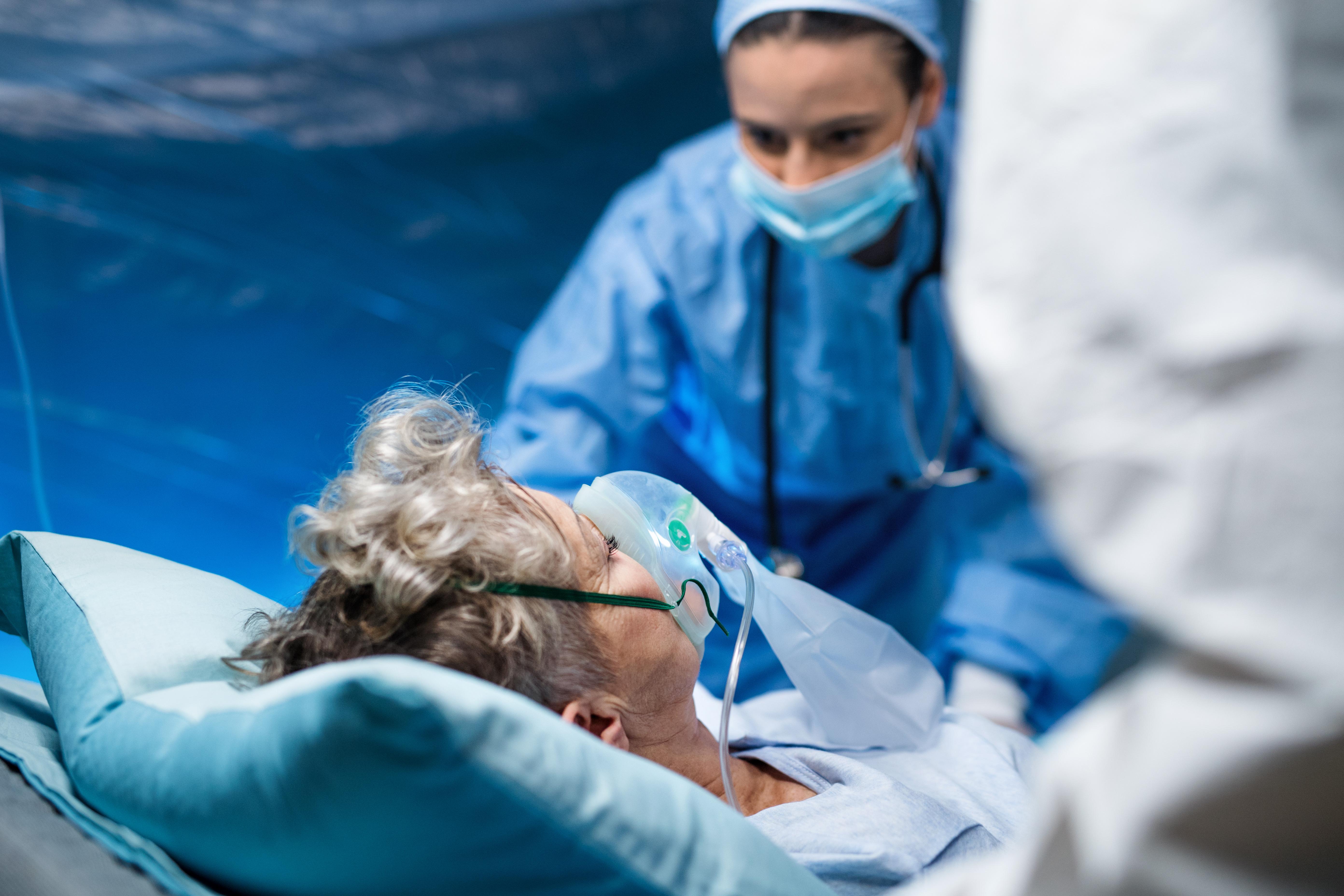 Plus de la moitié des patients ont développé une ou plusieurs complications au cours de leur hospitalisation (Visuel Adobe Stock 327572988).
