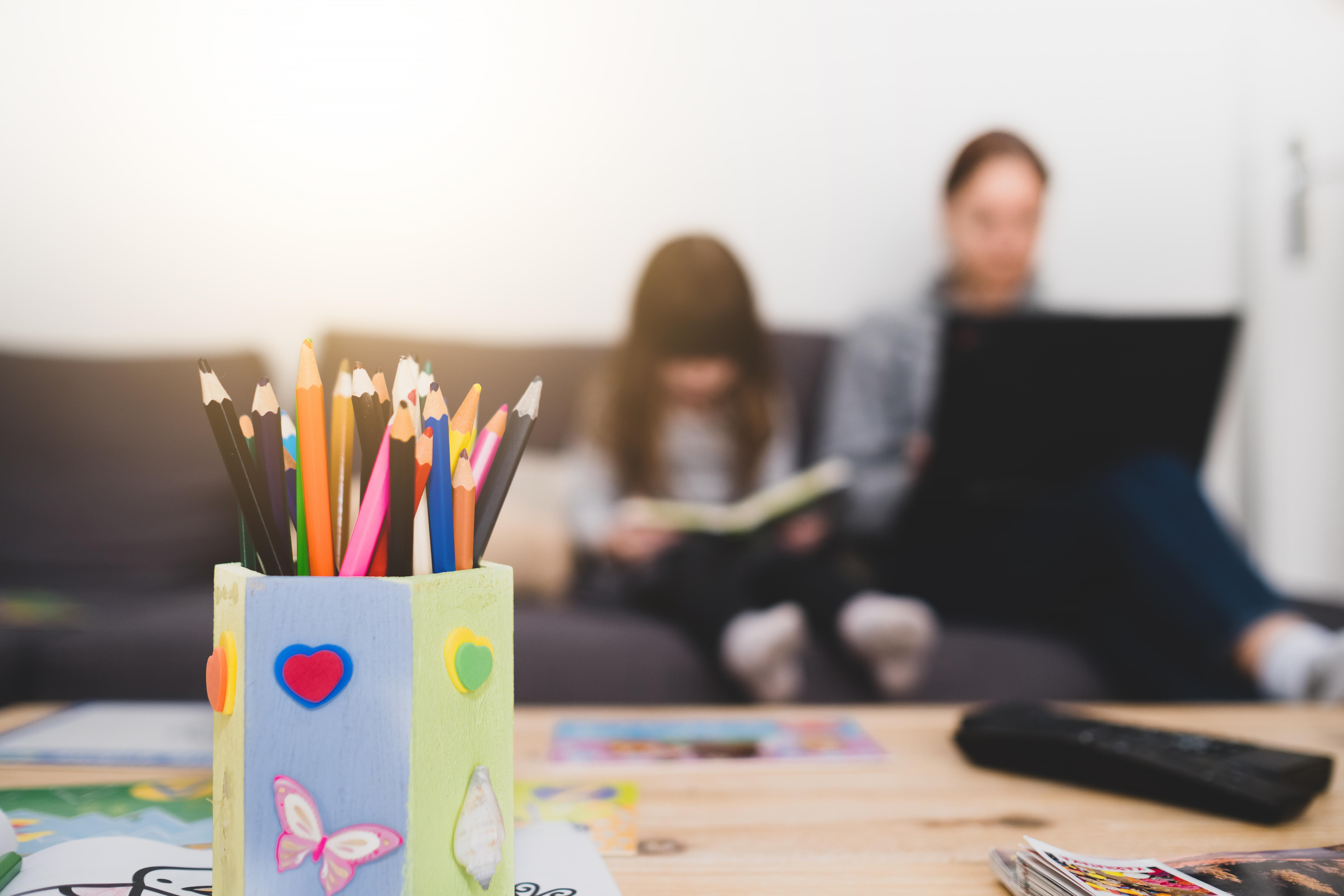 Cette enquête menée auprès de plus de 2.000 adultes avec au moins un enfant d'âge scolaire révèle ainsi une association légère mais significative entre les fermetures d'écoles et une dégradation des résultats de santé mentale des enfants (Visuel Adobe Stock 330990739)