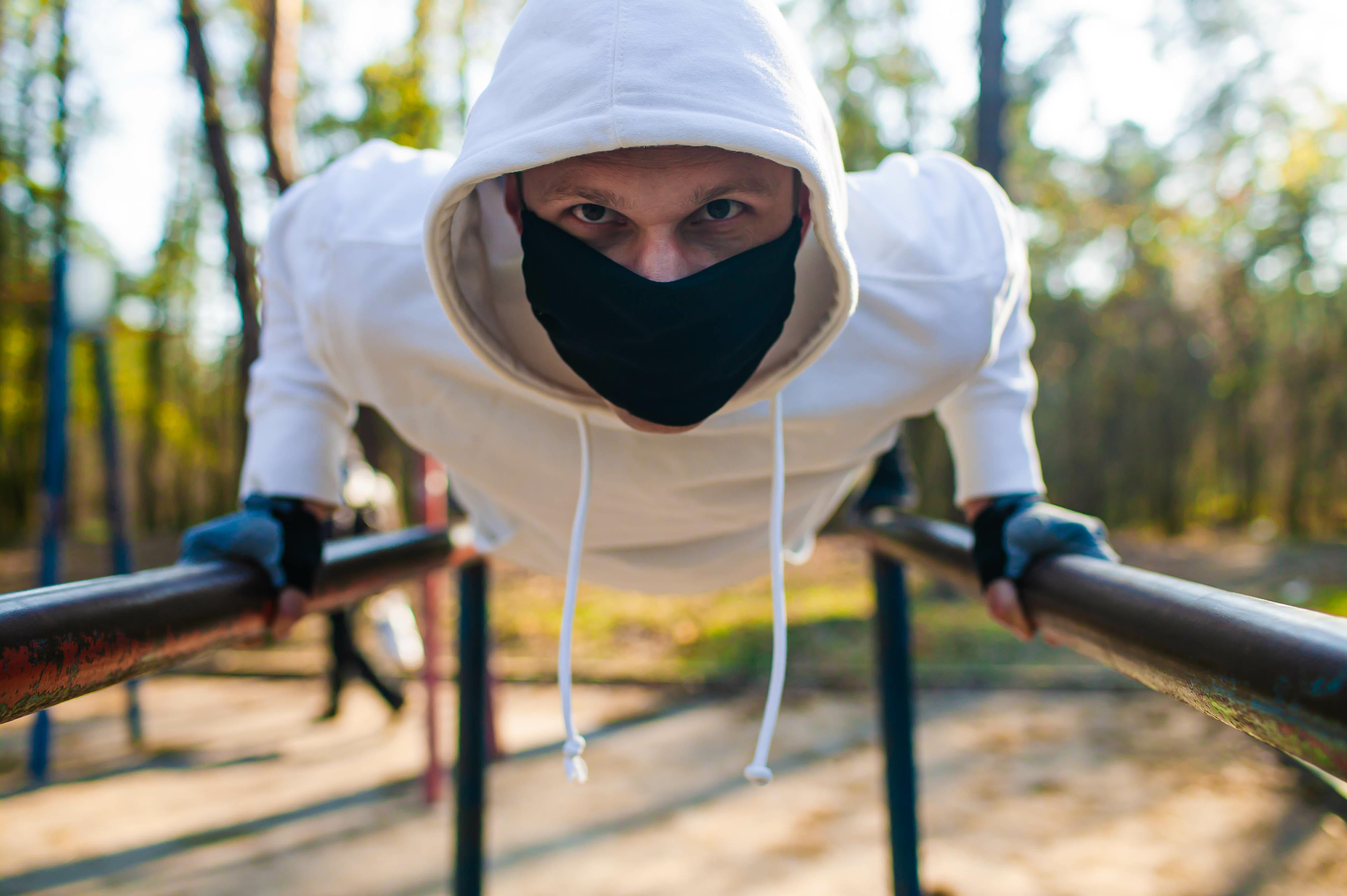 Pourquoi faut-il pratiquer régulièrement l'exercice physique pendant cette période de pandémie, d'isolement ou de confinement ? (Visuel Adobe Stock 335375838)