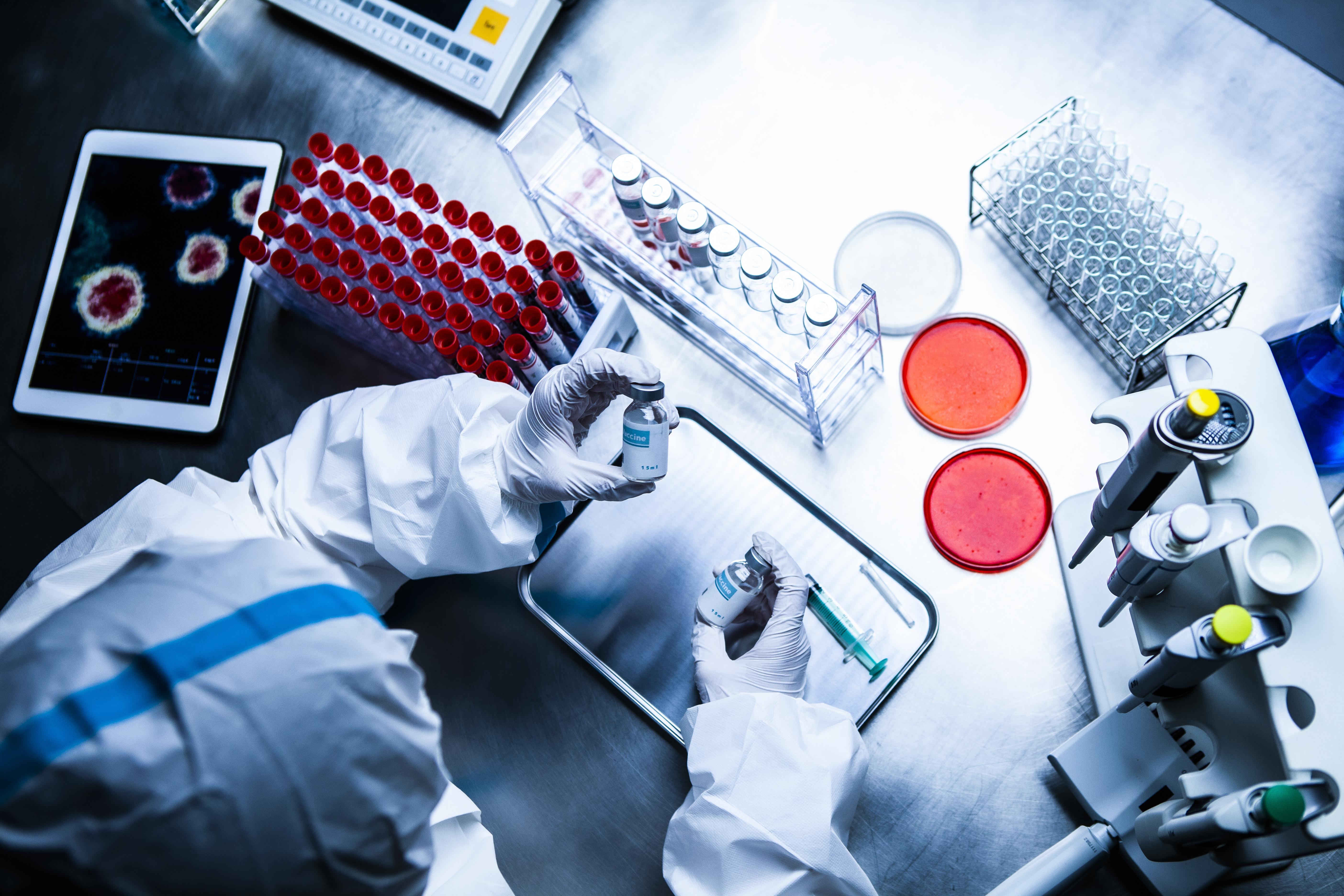 Il s'agit d'une protéine, CD47, dont les niveaux augmentent, à la surface cellulaire, lors de l'infection des cellules par le SRAS-CoV-2 (Visuel Adobe STock 3738826921)