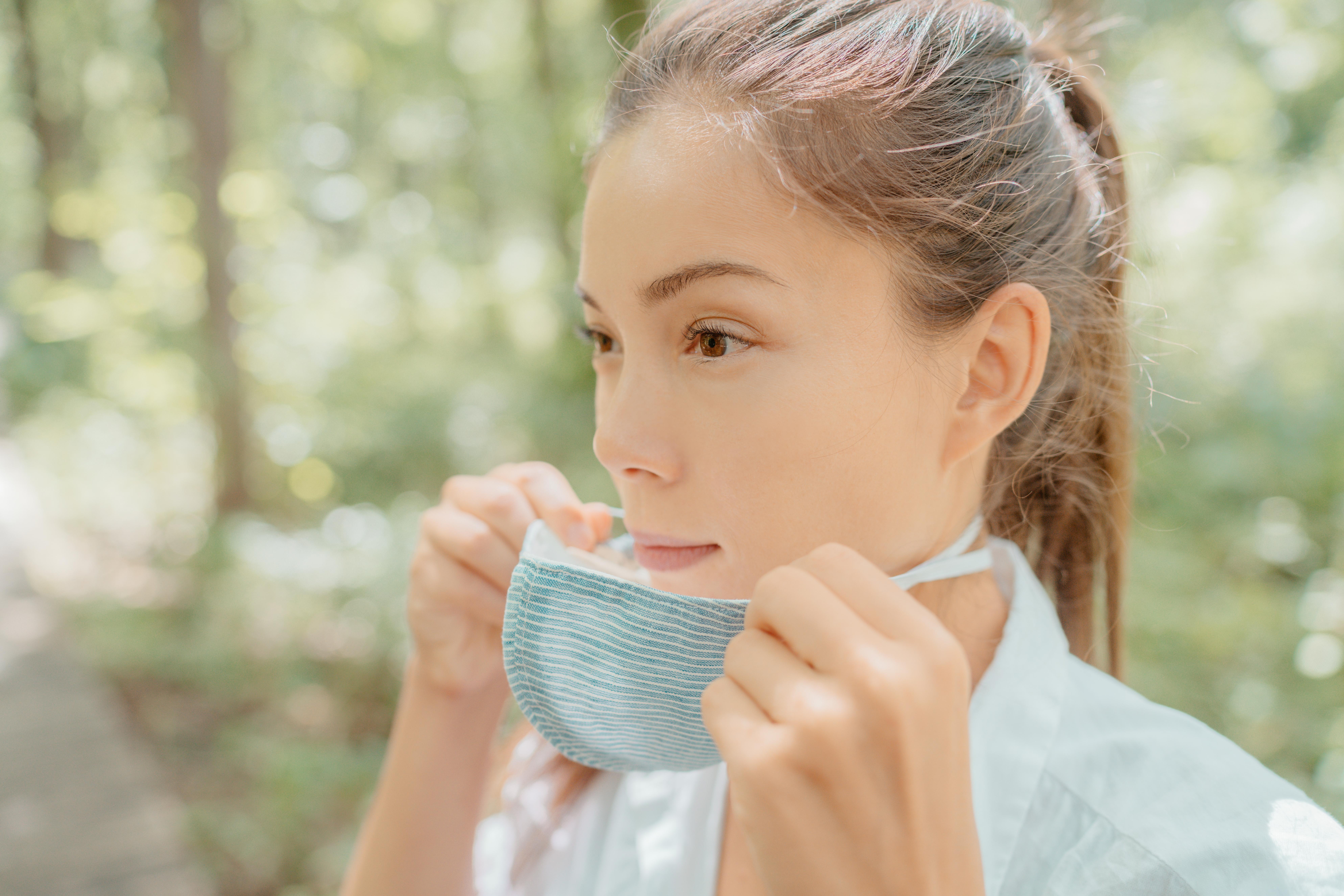 Une forte reprise des épidémies respiratoires « classiques » est possible, une fois les mesures barrières anti-COVID levées -dont notamment le port du masque- (Visuel Adobe Stock 374380848)