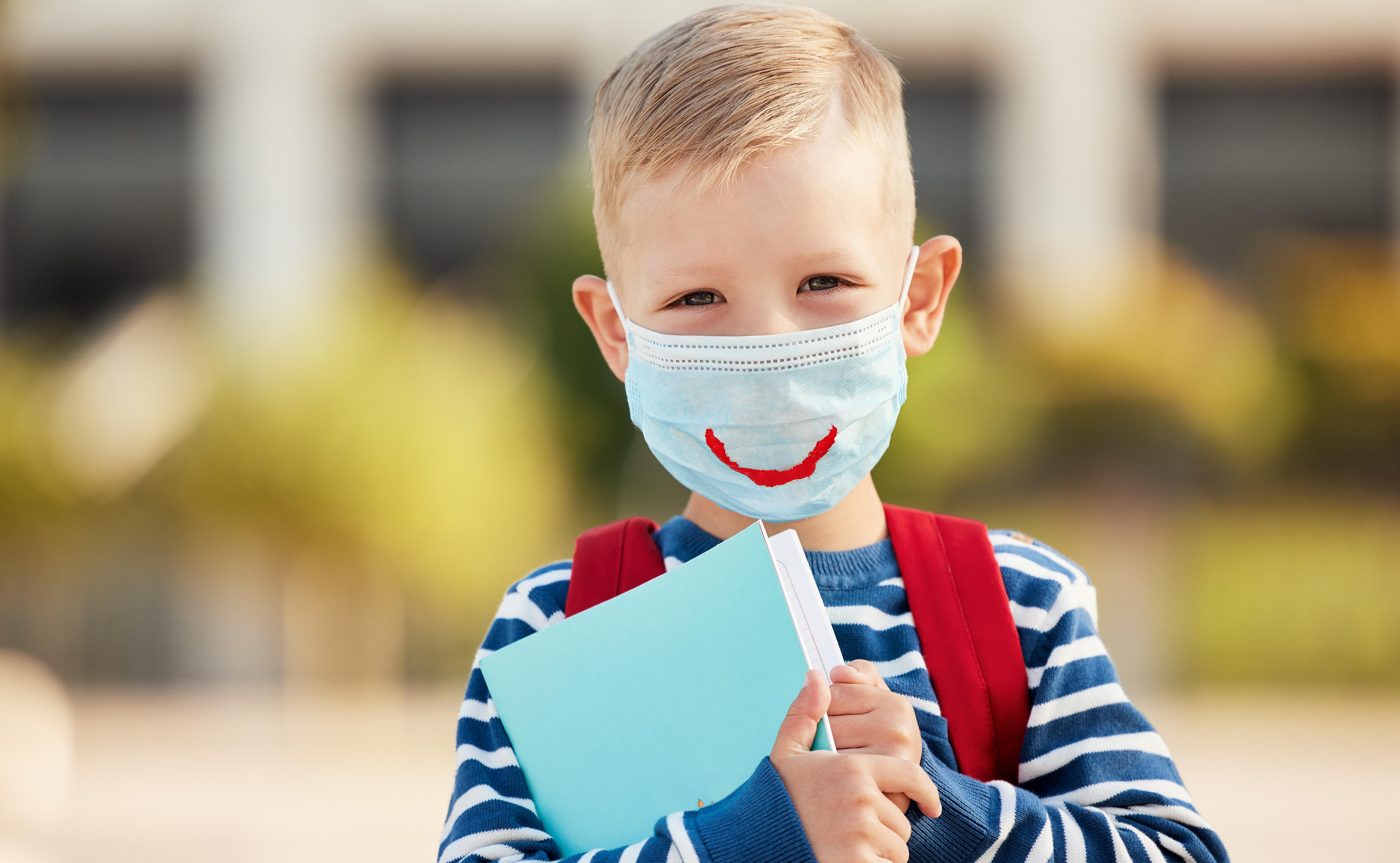 Quelles seront chez les plus jeunes, les conséquences à terme du port du masque durant ces longs mois de pandémie COVID-19 ? (Visuel Adsobe Stock 375036866)