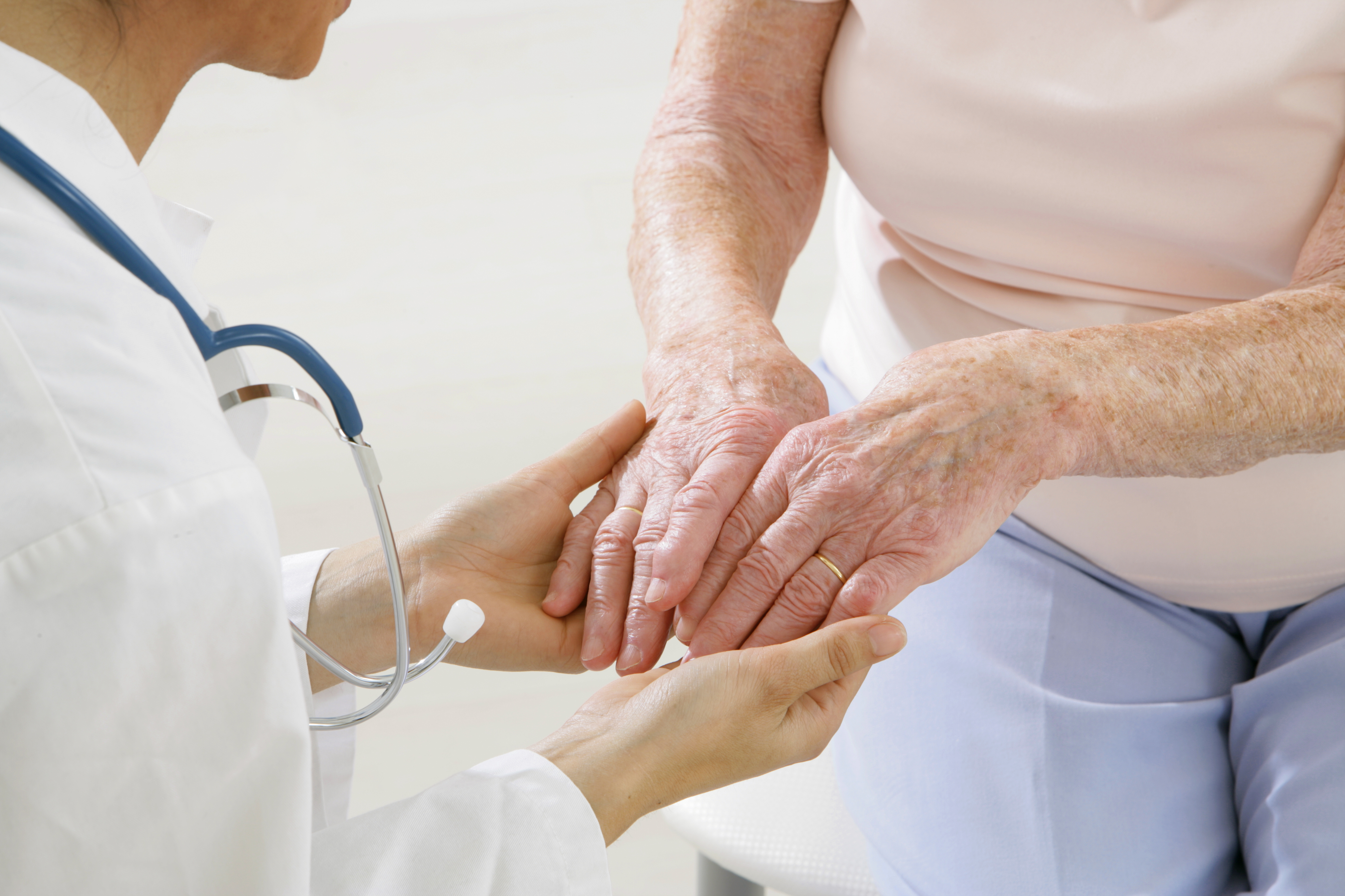 La coexistence fréquente arthrose et maladie de Parkinson induit un risque très accru de chute (Visuel Adobe stock 37681745)