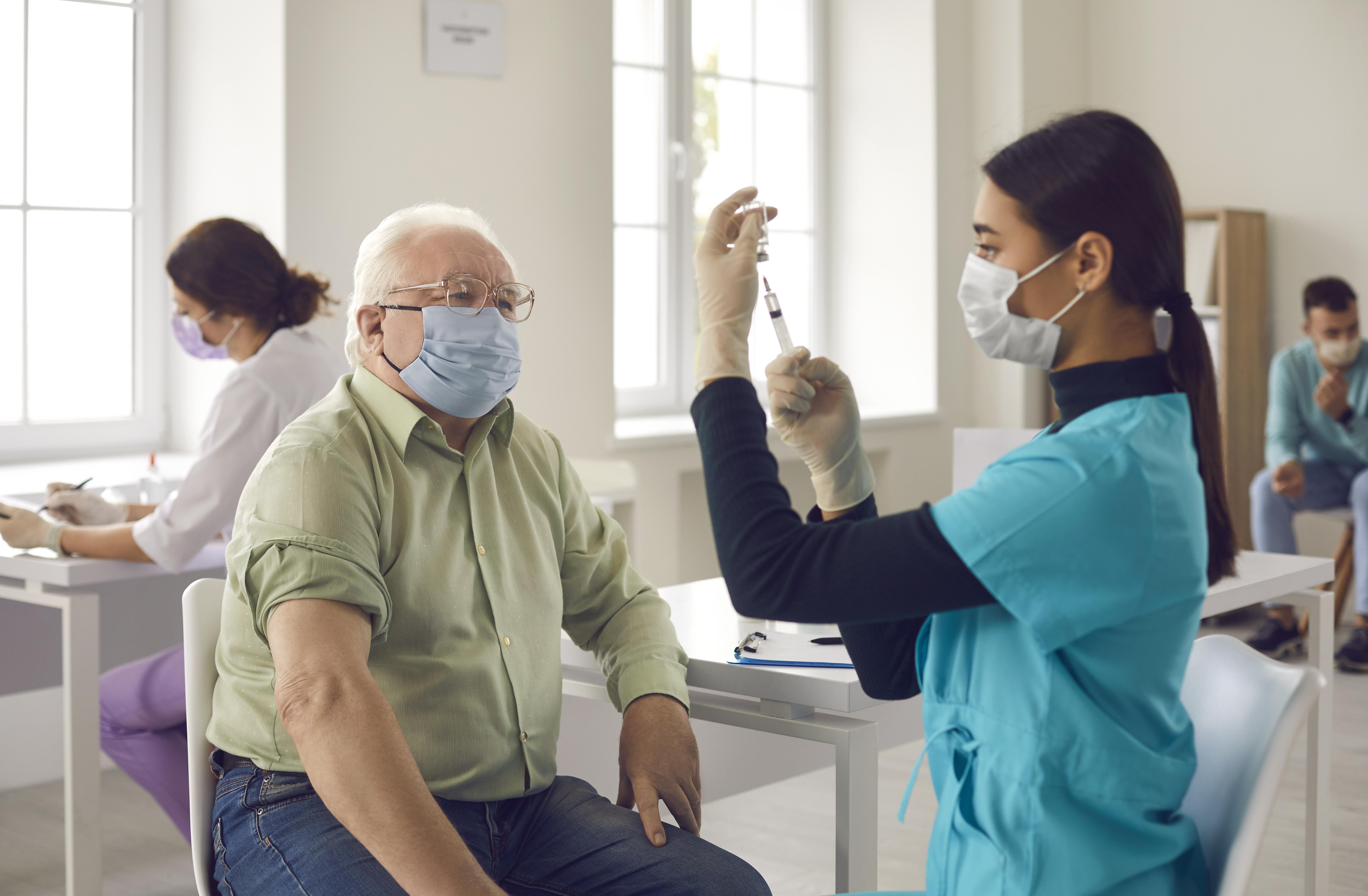 Vacciner les groupes de population plus âgés bénéficie également aux plus jeunes (Visuel Adobe Stock 400130175)