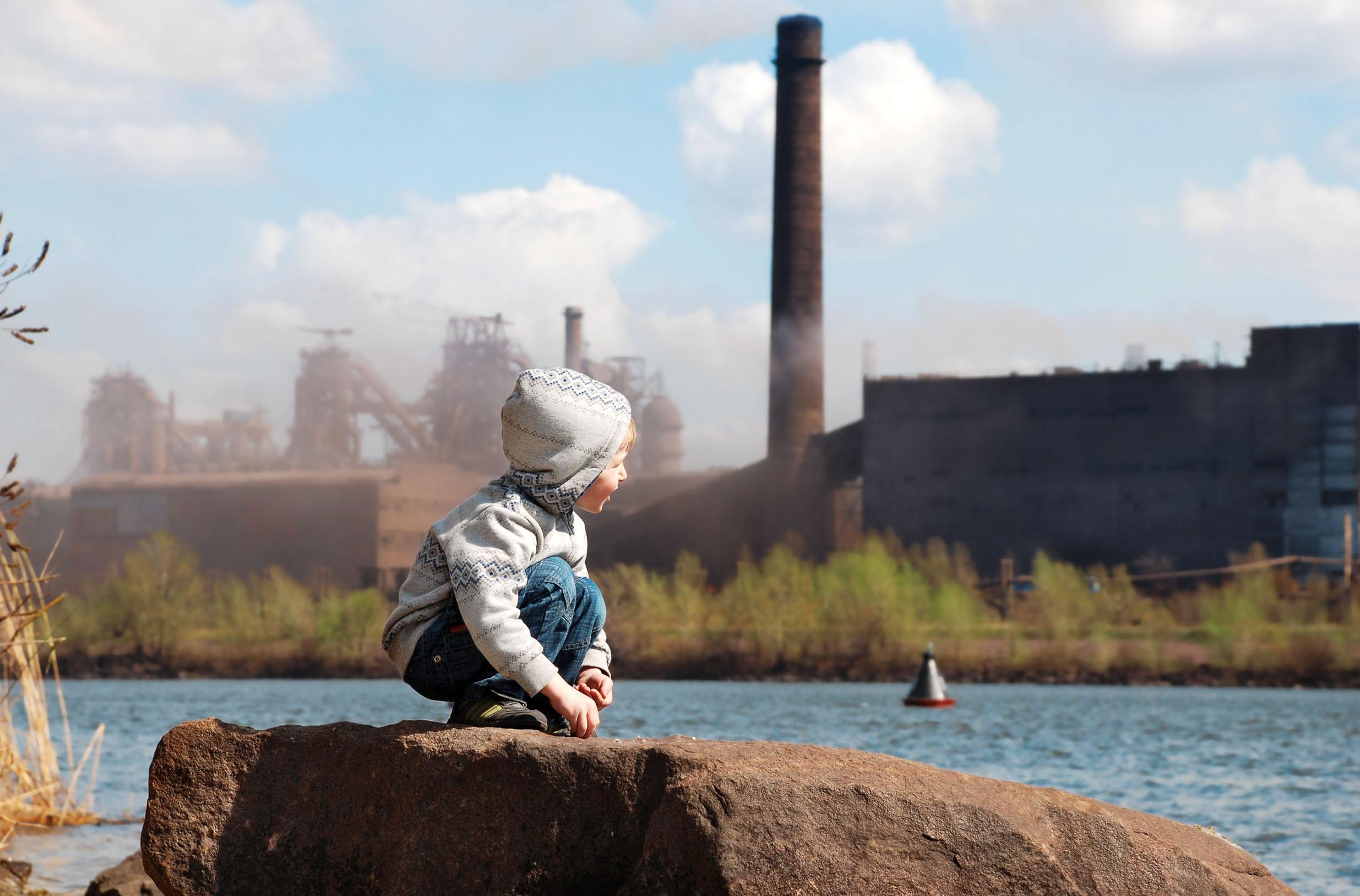 Vivre en zone urbaine polluée augmente de manière significative le risque d'obésité infantile (Visuel Adobe Stock 40753847)