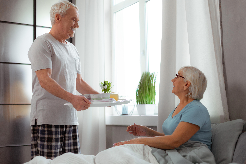 Au fur et à mesure que les couples mariés vieillissent et développent ces maladies chroniques, les exigences quotidiennes de gestion de leurs propres problèmes de santé et de ceux de leur conjoint entraînent de lourdes conséquences psychologiques