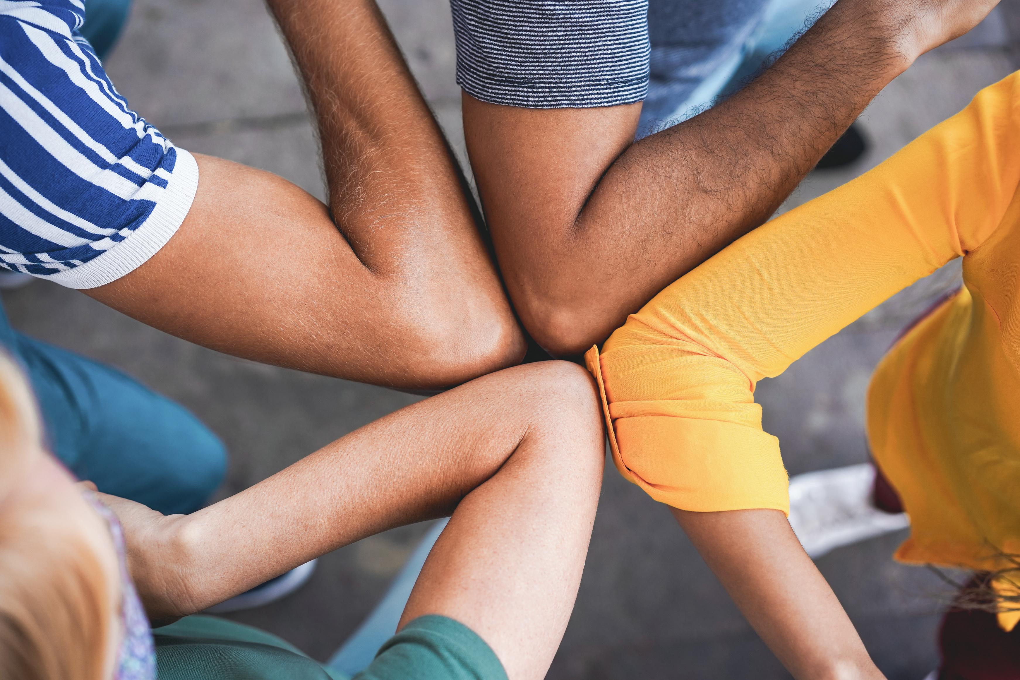 Avec les amis, les activités sont souvent que du bonheur ! (Visuel Adobe Stock 374490928)