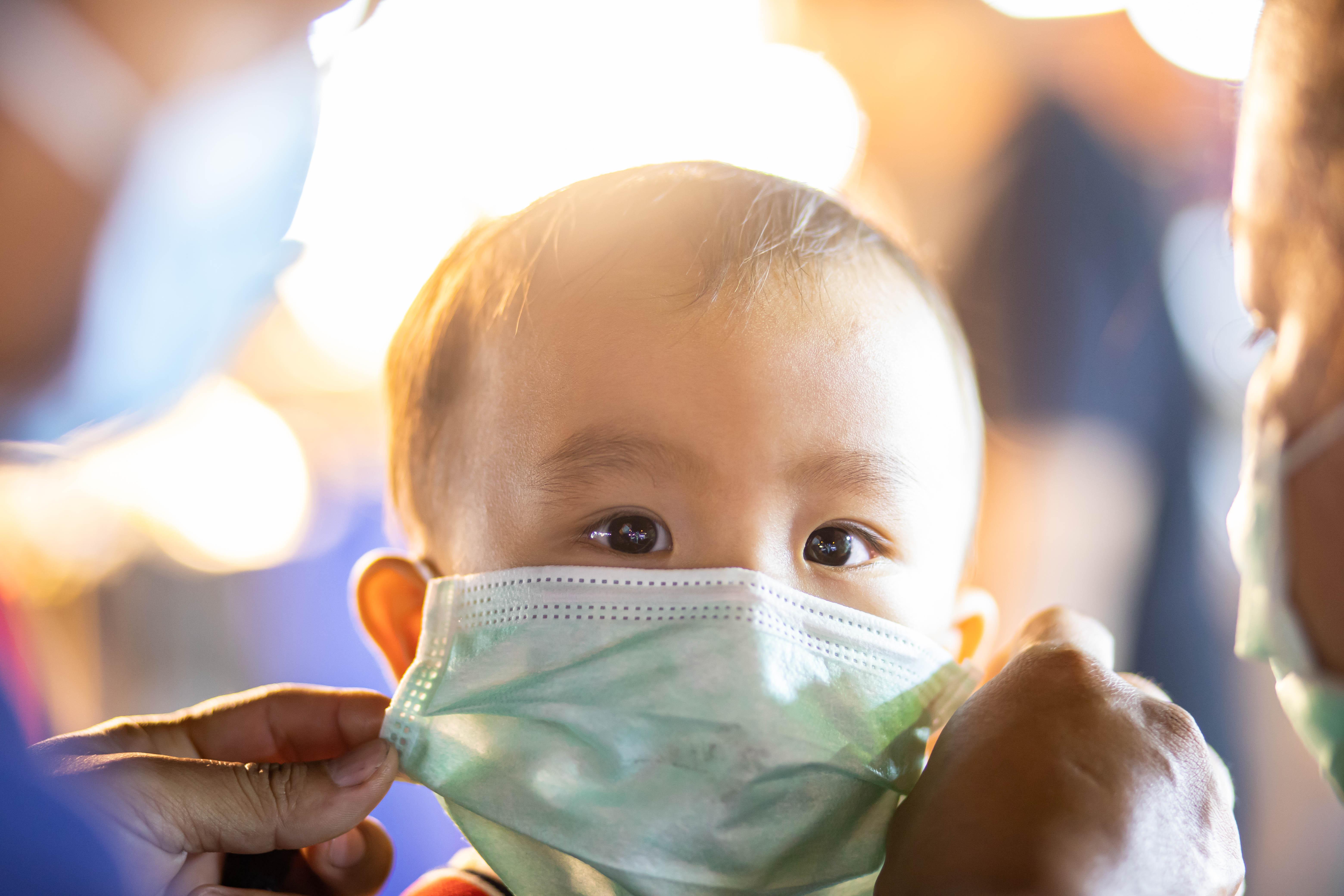 La plupart des enfants infectés mettent 1 à 2 semaines pour se rétablir après le début des symptômes