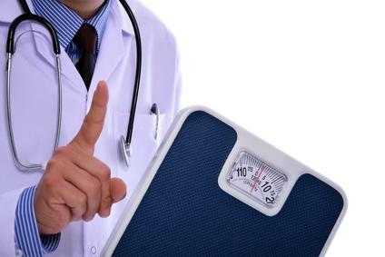 Le risque de problèmes cardiaques et vasculaires augmente significativement lorsque l'indice de masse corporelle (IMC) augmente au-delà de 22-23 kg / m2.