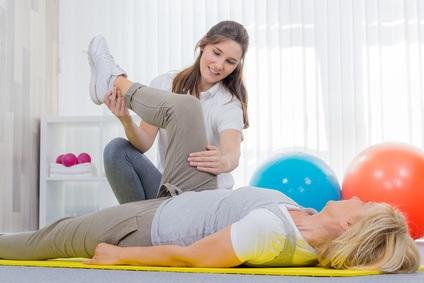 La pratique de l'exercice chez les femmes d'âge moyen en renforçant leurs articulations, prévient le risque d'arthrite plus tard dans la vie.