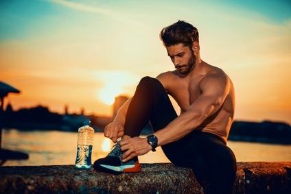 Les athlètes et les sportifs réguliers qui pratiquent un sport de plein air dépassent jusqu'à 8 fois la limite d'exposition aux ultraviolets recommandée pendant les mois d'été et d'automne.