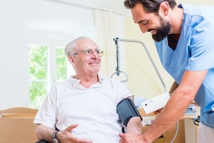 En France, certains SSR sont spécialisés dans les soins centrés sur l'appareil locomoteur, le système nerveux, cardio-vasculaire, respiratoire, digestif, métabolique et endocrinien, l'oncohématologie, le soin des brûlures, l'addictologie et les polypathologies