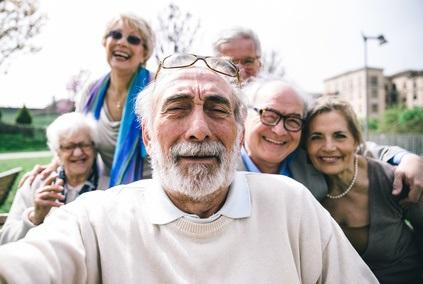 Les liens sociaux pourraient préserver la mémoire et ralentir le vieillissement du cerveau