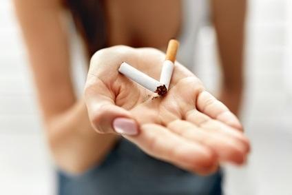Avec une moindre propension à se faire dépister, aider et traiter, les fumeurs légers ou occasionnels, pourraient avoir plus de difficultés à échapper à la dépendance à la nicotine (Visuel Fotolia 134977193)