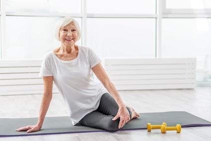 L'étude conclut que l'exercice d'intensité très modérée ou la réduction de la sédentarité n'ont pas d'effet significatifs sur le risque de décès, ici chez des personnes âgées.