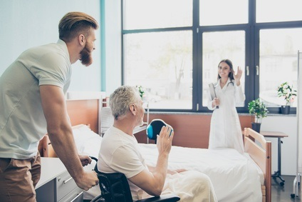 2 groupes spécifiques d'usagers, les patients survivants d'AVC et leurs aidants naturels, qui déclarent ne pas avoir les compétences nécessaires pour accéder aux bons services de santé