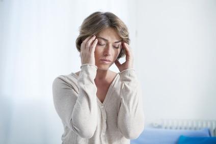 L'étude suggère que les hormones sexuelles affectent les cellules autour du nerf trijumeau et les vaisseaux sanguins connectés dans la tête, les œstrogènes jouant un rôle clé dans cette sensibilisation exacerbée des cellules.