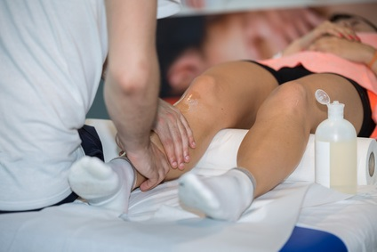 La faible force musculaire à la fin de l'adolescence est identifiée comme un facteur de risque significatif de développement de la sclérose latérale amyotrophique (SLA)