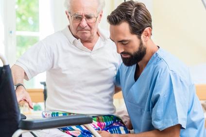Cette nouvelle revue de la littérature appelle les infirmiers et les infirmières, en première ligne face aux patients sédentaires, parfois malgré eux, à sensibiliser et à apporter des conseils pour réduire ces risques associés à la sédentarité prolongée.