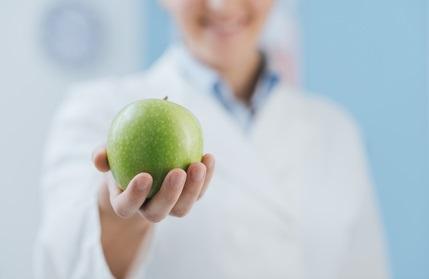 Un régime pauvre en graisses et un apport calorique limité bloquent l'activité inflammatoire liée au vieillissement et induite par la microglie