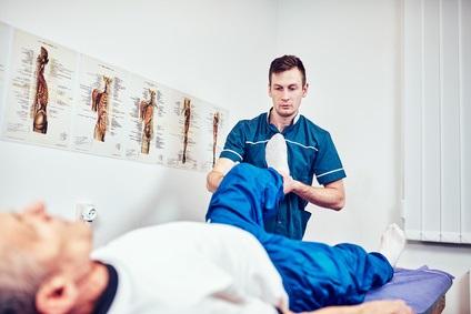 Seuls 3,2% des patients âgés qui se présentent aux Urgences à la suite d'une chute bénéficient de conseils et de soins de suivi