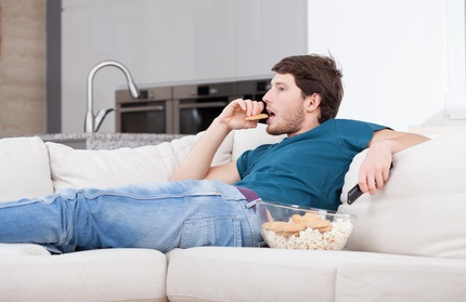 Le grignotage et la prise de collations à base de féculents, riches en pommes de terre notamment, est associée à une augmentation drastique de 50 % du risque de décès et jusqu'à 57 % du risque de décès cardiovasculaire (Visuel Fotolia 636358802)