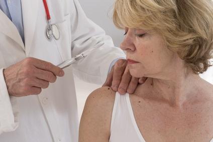 Une innovation permettant de surveiller la teneur en eau de la peau, prometteuse pour des applications médicales telles que la gestion des traumatismes tissulaires et cutanés (Visuel Fotolia 83980283).
