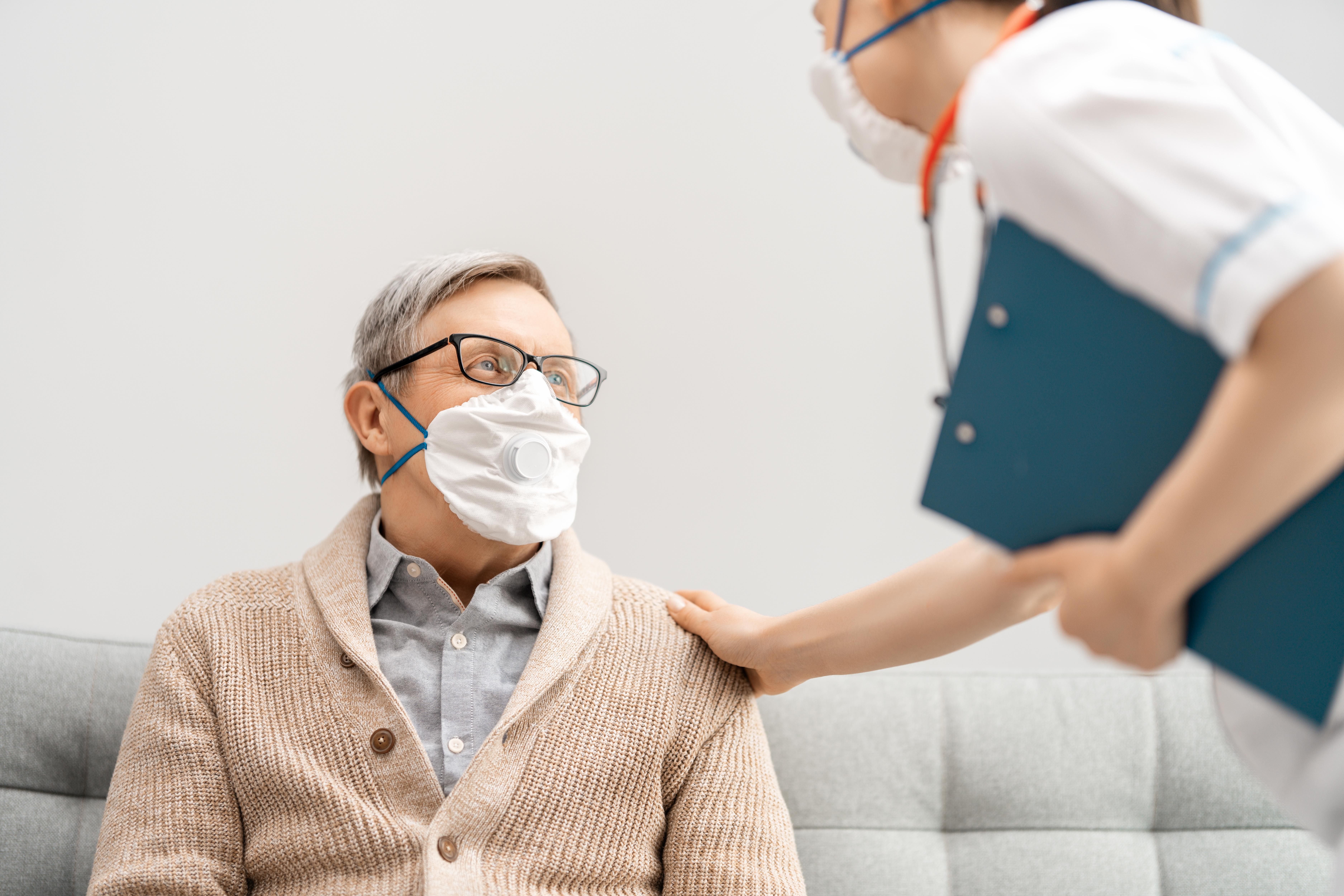 Le sang des hommes contient des concentrations plus élevées d'une enzyme, ACE2, qui aide le coronavirus SARS-CoV-2 à infecter les cellules.