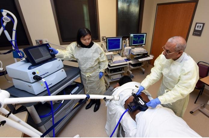 La thérapie de stimulation magnétique anorectale trans-lombosacréeapparaît en effet sûre, peu coûteuse et efficace à renforcer les nerfs clés et à réduire voire éliminer une grande partie des épisodes d'incontinence fécale (Visuel Phil Jones, Senior Photographer, Augusta University)