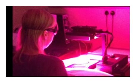 Ce dispositif de 32 ampoules émettant de la lumière infrarouge, rouge ou ultraviolette, apporte une première preuve de concept dans la cicatrisation des plaies chroniques
