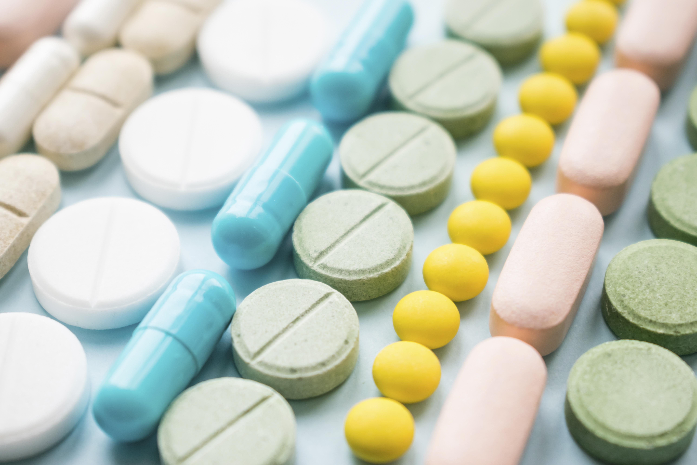 L'algorithme relie les cibles médicamenteuses aux effets indésirables et peut donc ainsi les « prédire » avant même que les candidats ne soient mis sur le marché (Visuel Adobe stock )