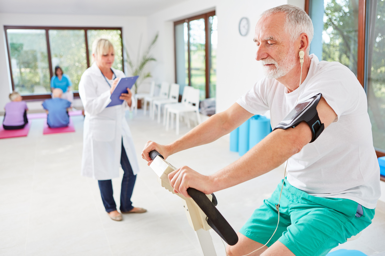 En améliorant la forme physique, l'exercice de réadaptation apporte des avantages à la fois physiques et mentaux et une meilleure qualité de vie perçue