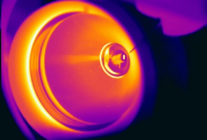 Le spectromètre de masse, une machine au cœur de la protéomique, en train d'analyser un échantillon de graisse (Visuel Mark Larance)