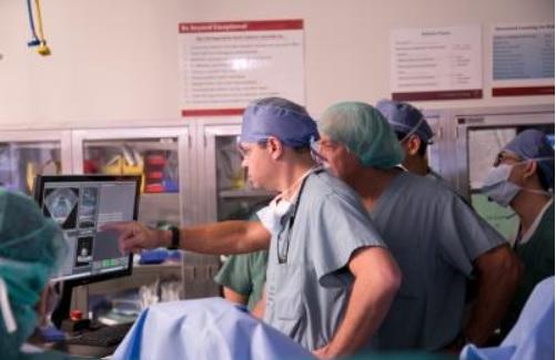 L'ablation de la prostate par HIFU est une procédure plus légère en ambulatoire avec moins d'effets secondaires (Visuel Ricardo Carrasco III, Keck Medicine USC)