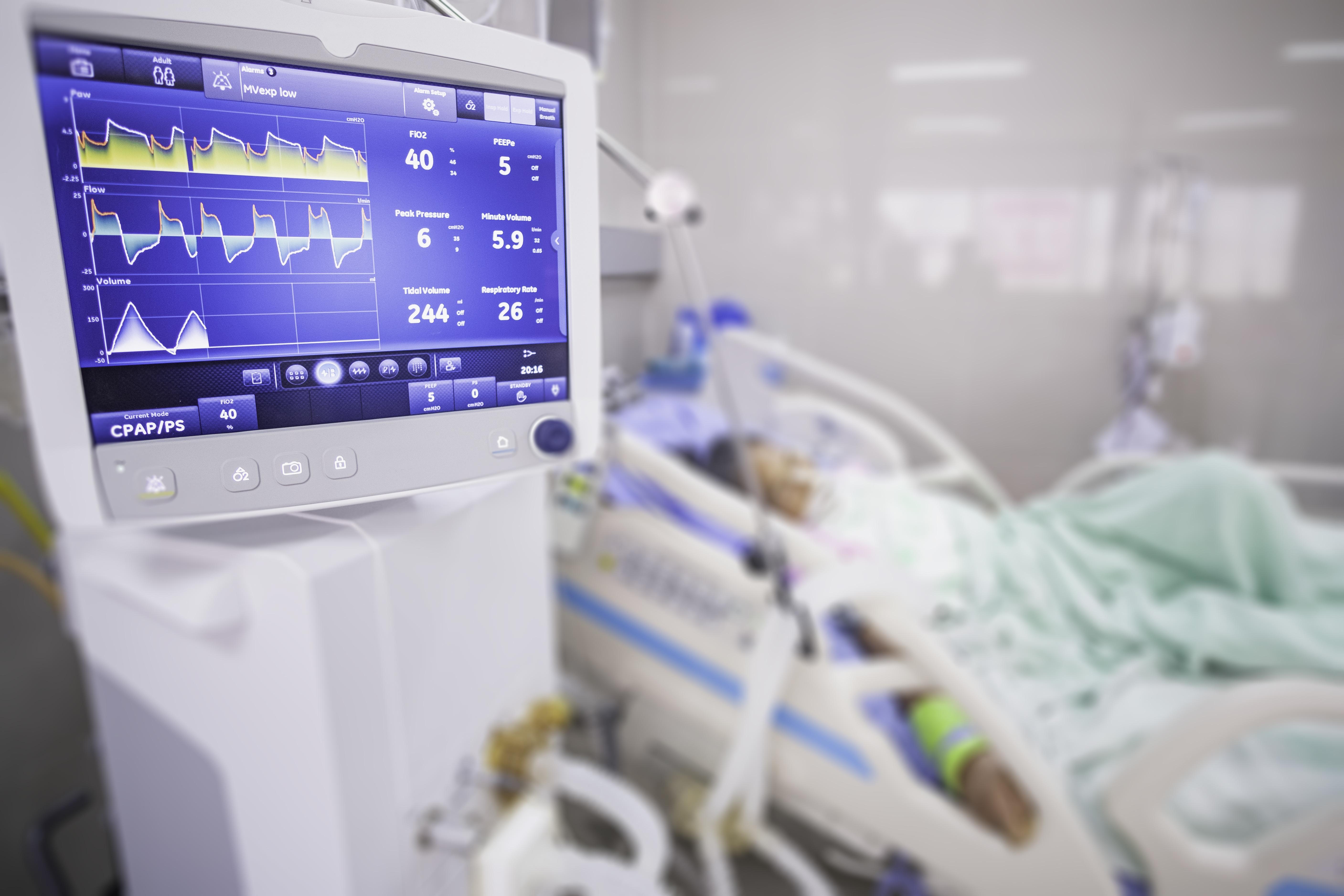 Parmi les risques encourus par les patients pris en charge sur de longues durées en unité de soins intensifs (USI) figure celui d'atrophie musculaire sévère (Visuel Adobe Stock 303365426)