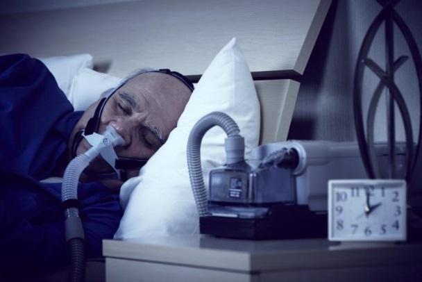 Ce guide de pratique clinique rappelle avant tout que la thérapie CPAP (Continuous Positive Airway Pressure) reste le traitement de première intention même si de nombreux patients restent encore réticents.