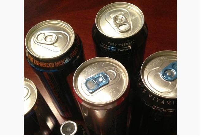 Le public devrait être conscient de l'impact des boissons énergisantes sur le corps, en particulier en cas d'autres problèmes de santé