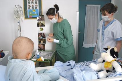 Cette bourse s'adresse exclusivement aux pratiques des infirmier(e)s travaillant auprès de patients atteints de cancer en France.